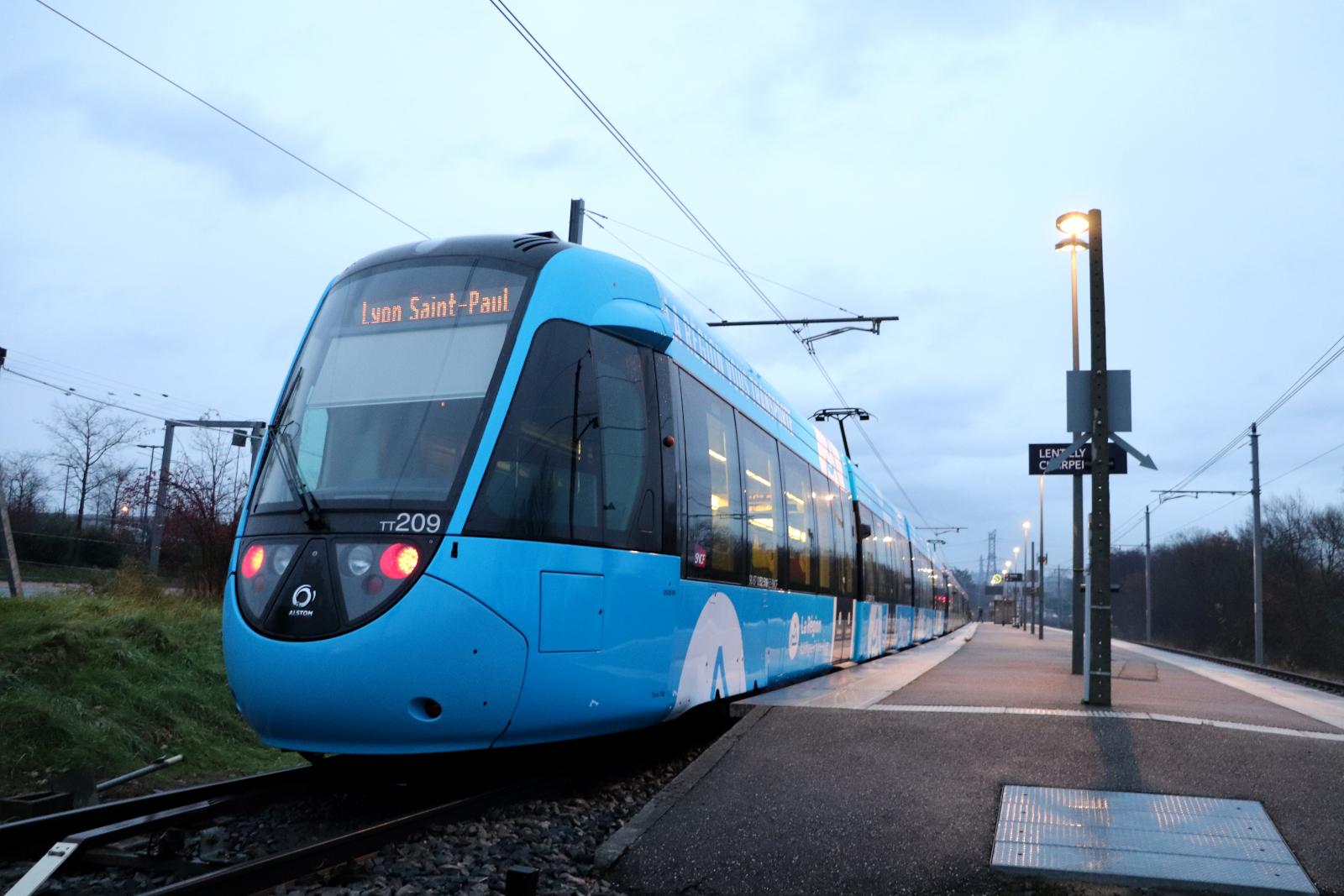 Le tram-train de l'Ouest Lyonnais vire au bleu AURA