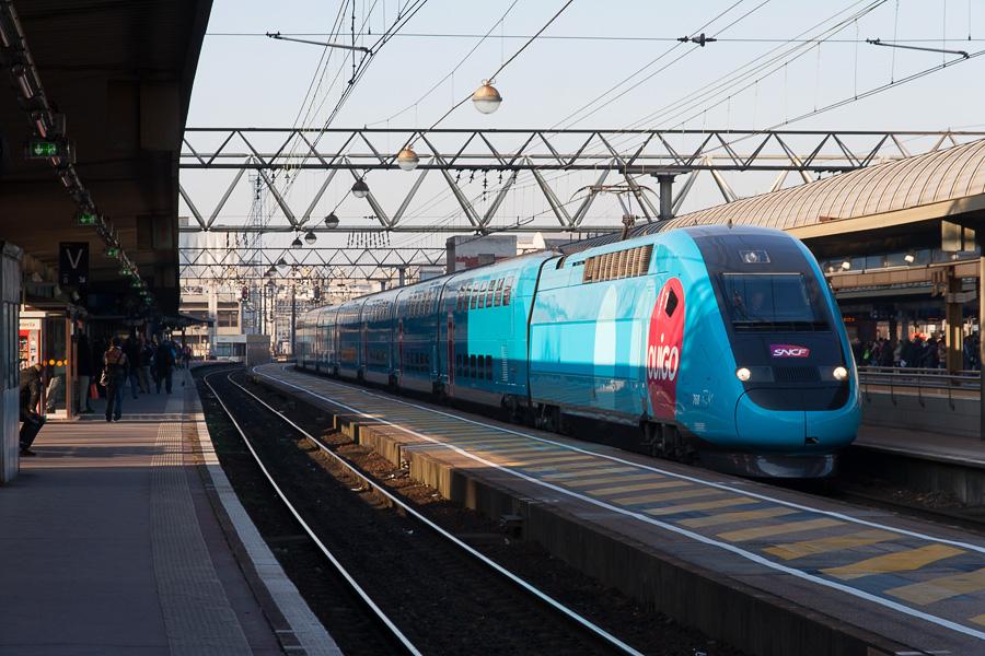 La SNCF lève le voile sur Ouigo, son TGV low cost